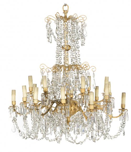 Lámpara de dieciocho luces, metal dorado y vidrio tallado,