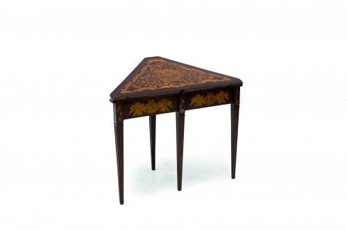 Rinconera convertible en mesa de juego en madera de caoba y