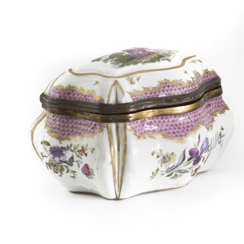 Caja en porcelana esmaltada siguiendo modelos de MeissenFá