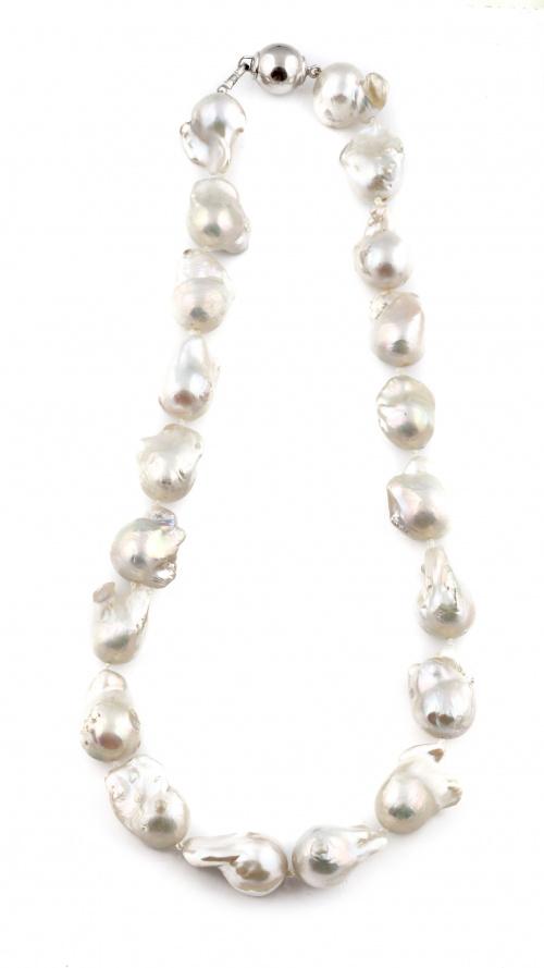 Collar de perlas barrocas de los mares del sur de 15,5 a 17