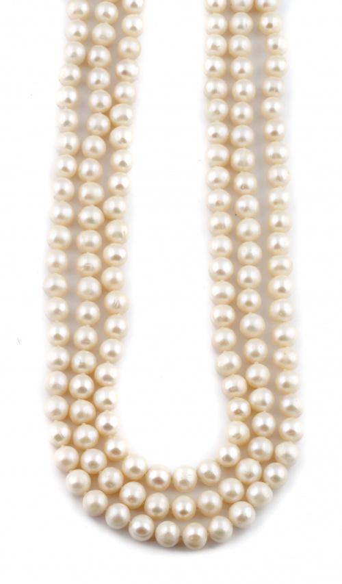Collar extra largo de perlas cultivadas de 9 a 9,5 mm.