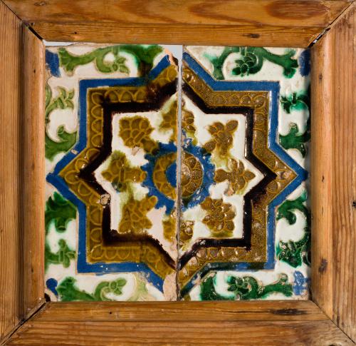 Azulejo de cerámica con la técnica de arista.Sevilla o Tol