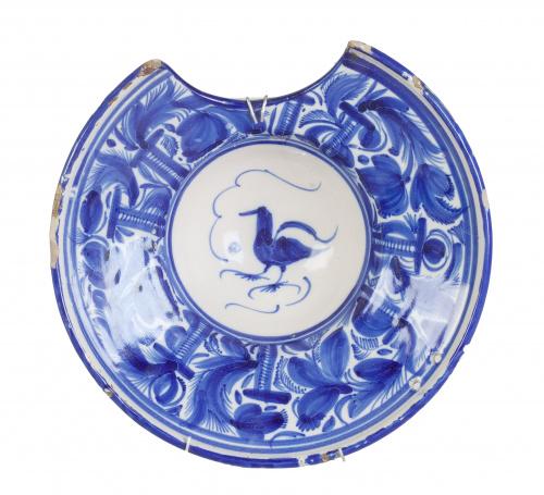 Bacía de cerámica esmaltada en azul de cobalto.Onda, S. XIX