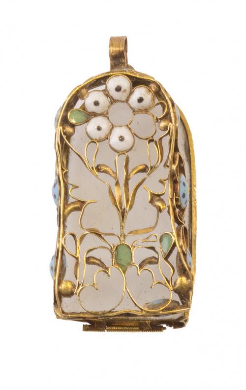 Colgante S. XVII en forma de capillita en oro calado con fo