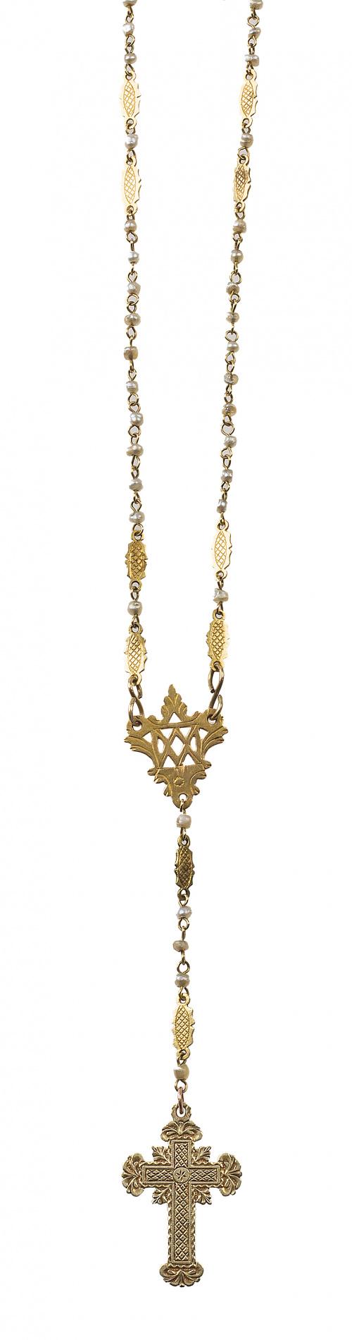 Conjunto de tres delicados rosarios S. XIX con perlas de al