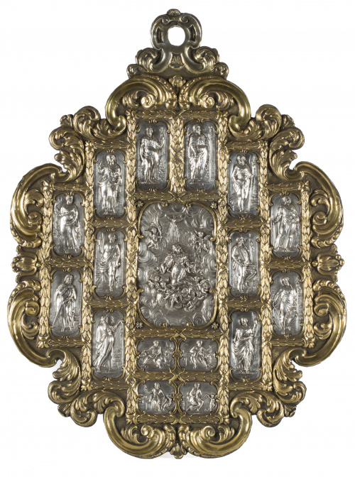 Retablo de plata repujada de su color y dorada. Alma de mad