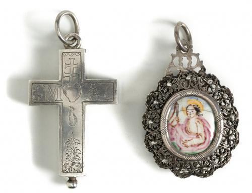 Medalla devocional de esmalte y marco de plata en filigrana