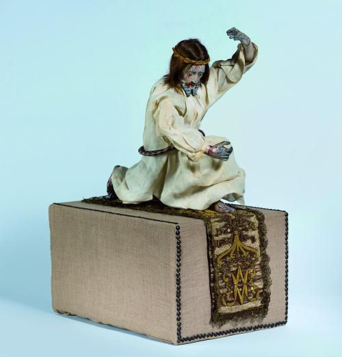 Cristo cargando la cruz en plomo policromado.Trabajo hispa