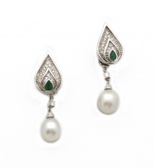 Pendientes largos con perlas australianas ovales colgantes