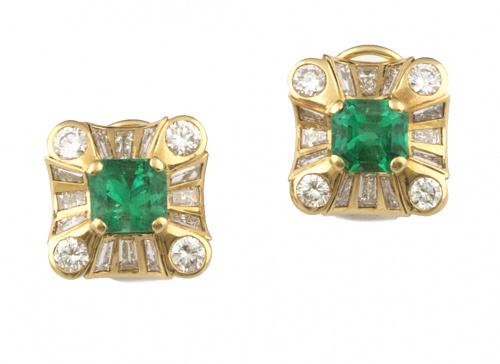 Pendientes con esmeraldas colombianas de intenso color , y
