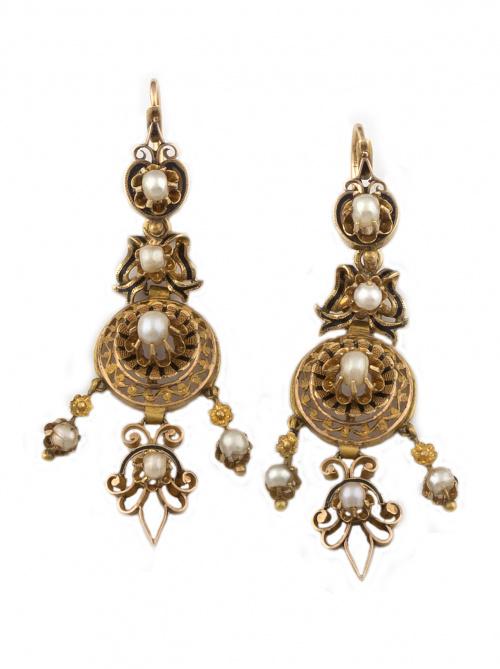 Pendientes largos s.XIX franceses, con perlas finas y borde