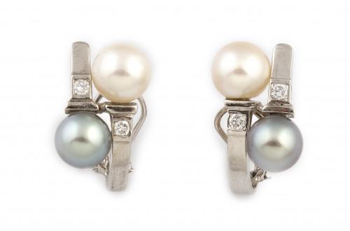 Pendientes con perla blanca y de Tahití y parejas de brilla