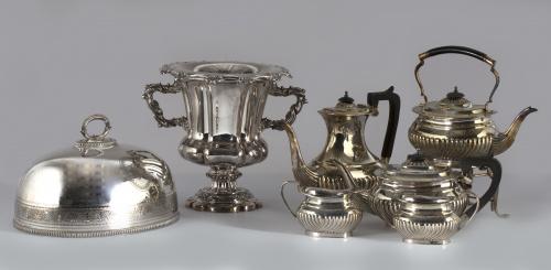 Mantenedor de plata con decoración cincelada de cenefa de h