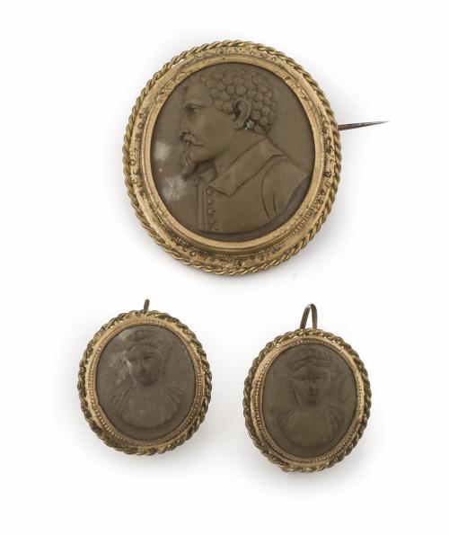 Conjunto de broche y pendientes ovales s XIX con camafeos d
