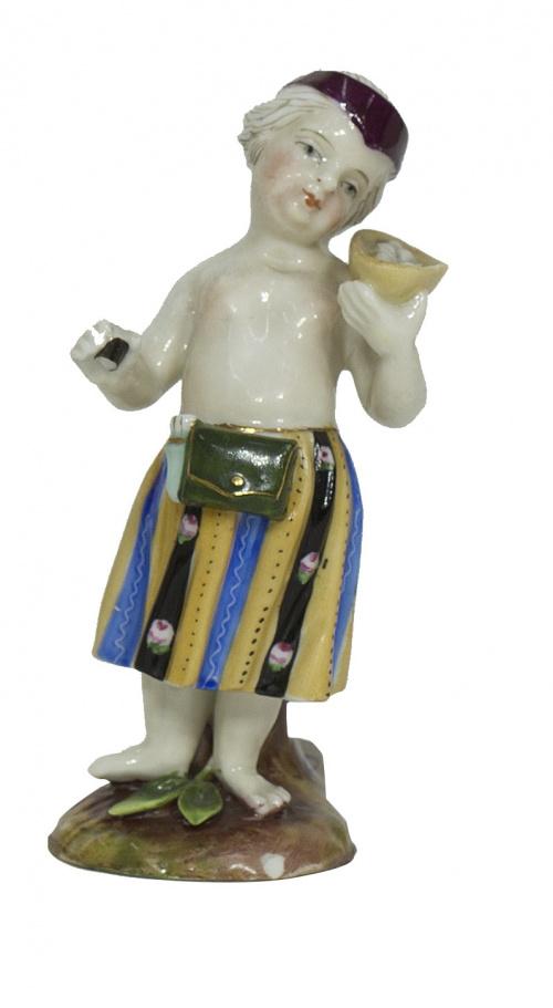 """""""Alegoría"""", figura escultórica de porcelana esmaltada.Sitz"""