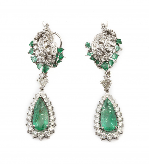 Pendientes largos perillas de esmeraldas colgantes orladas