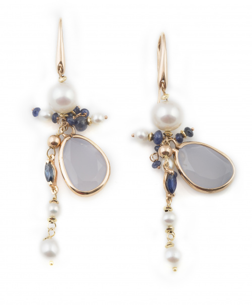 Pendientes largos con perlas, zafiros y calcedonia blanca c