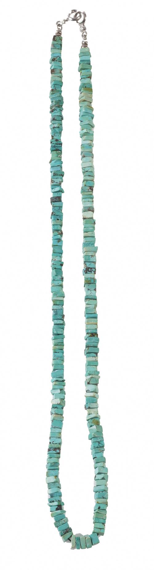 Collar largo de turquesas cuadradas con cierre en plata