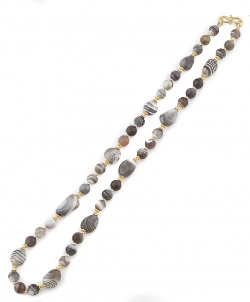 Conjunto de collar y pendientes de ágatas de distintos tono