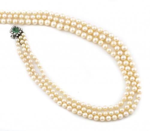 Collar largo de tres hilos de perlas cultivadas con cierre