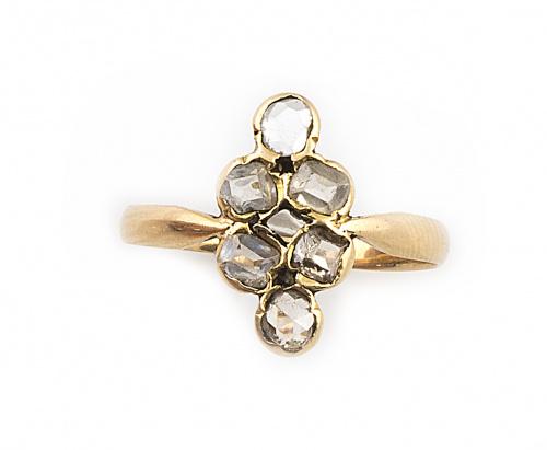 Sortija lanzadera con seis diamantes de talla antigua en or