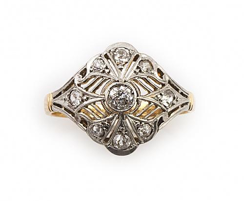 Sortija Art-Decó con rombo bombée de diamantes en trabajo c