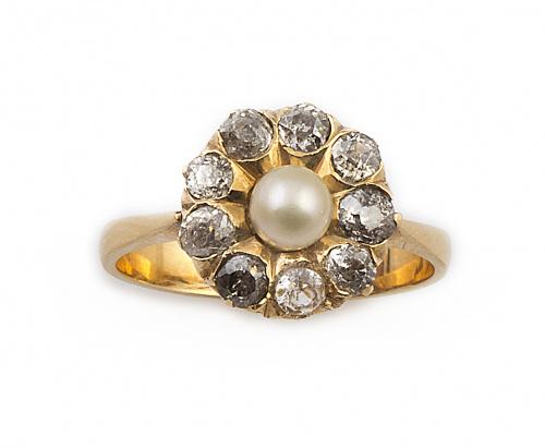 Sortija rosetón con perla fina rodeada de brillantes de tal