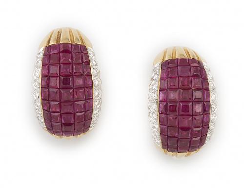 Pendientes en forma de banda arqueada de pavé de rubíes ent