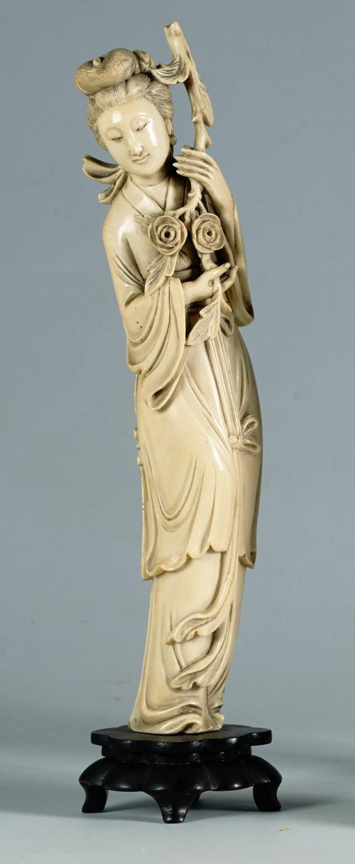 Dama con bouquet de rosasMarfilChina, Dinastía Qingff. S