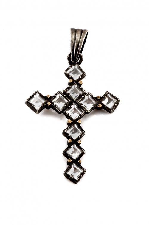 Cruz colgante portuguesa s XIX con cristal de roca de talla