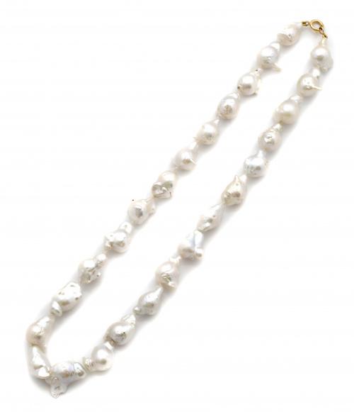 Collar con 26 de perlas barrocas australianas y cierre en o