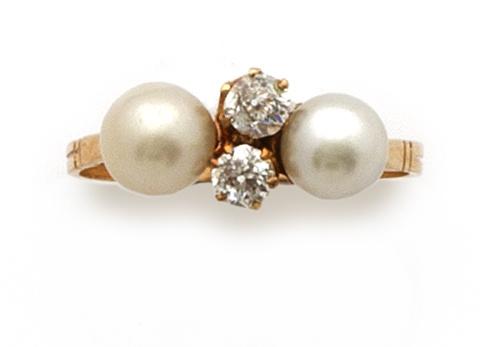 Sortija de pp s. XX con dos perlas y dos brillantes de tall