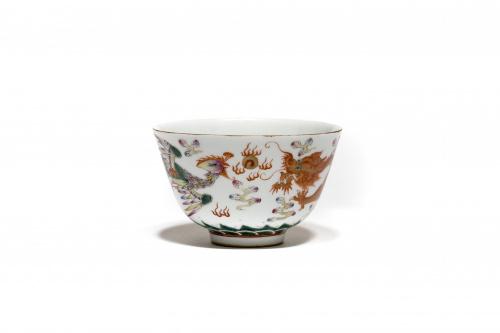 """Taza """"Dragón y ave Fénix"""" en porcelana esmaltada.China"""