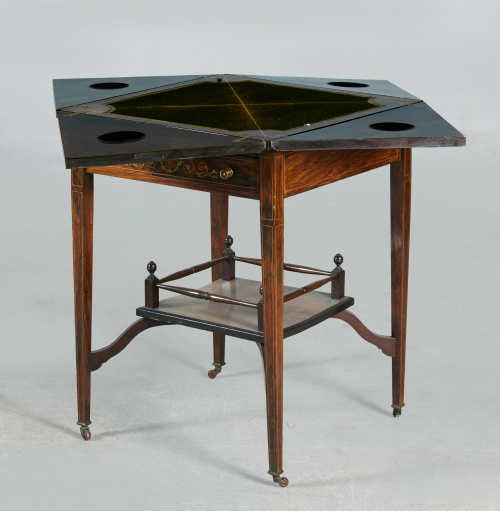 Mesa de juego eduardina en madera de palosanto con marquete