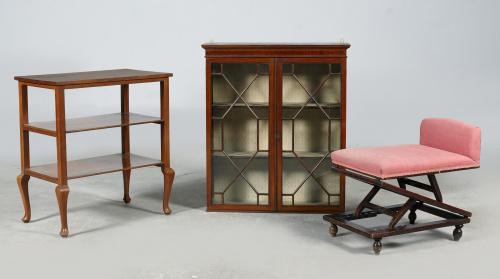 Mesa auxiliar de tres baldas en madera de haya teñida.S. XX