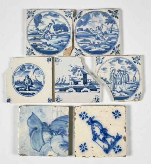 Conjunto de siete azulejos de cerámica esmaltada en azul de