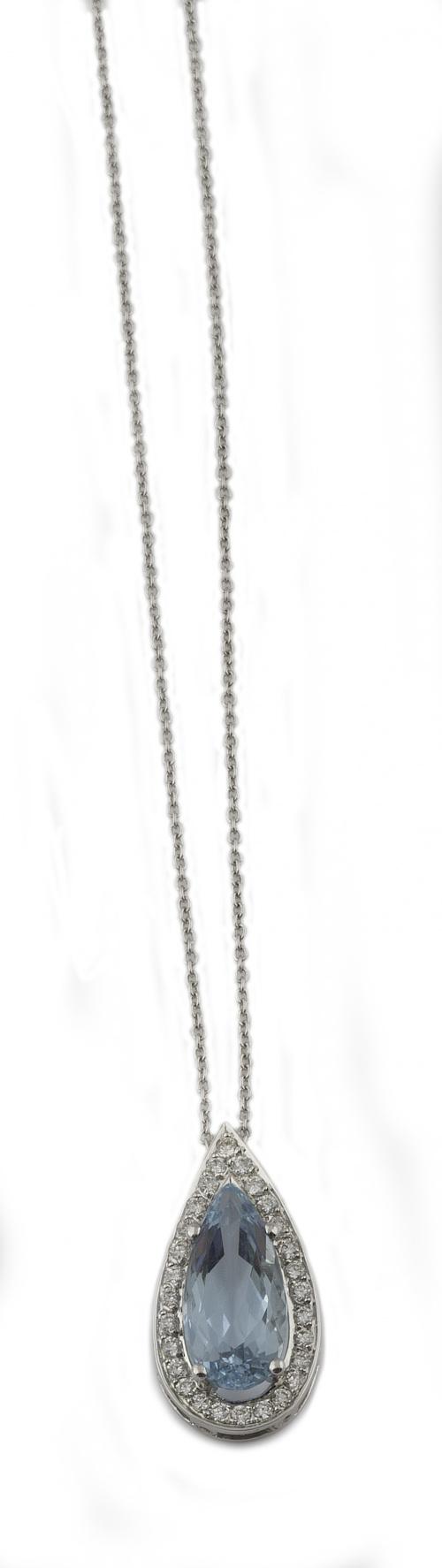 Colgante con aguamarilna talla perilla de 2,65 ct. orlada d
