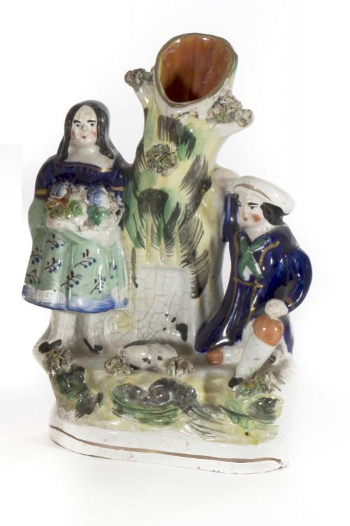 """""""Spillvase"""" de cerámica esmaltada, con dos niños apoyados e"""