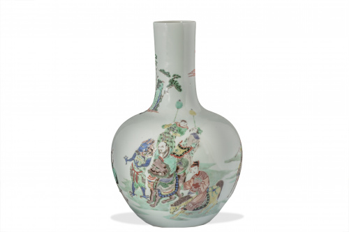 Jarrón en porcelana esmaltada, de cuerpo globular y cuello