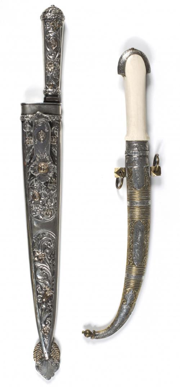 Daga con hoja de acero y funda de bronce, plata y hueso.Tr