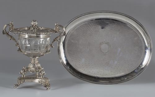 """Bandeja oval de plata con decoración de """"guilloche"""" y cartu"""