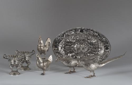 """""""Gallo y Gallina"""" de plata con trabajo de repujado y cincel"""
