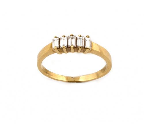 Sortija cintillo con cinco diamantes baguette en oro amaril