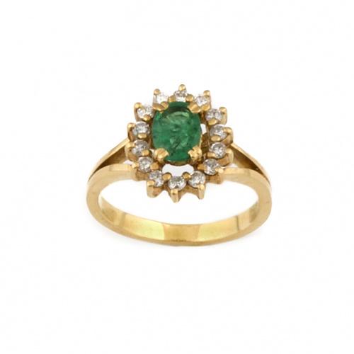 Sortija con esmeralda oval de 1 ct. aprox orlada de brillan