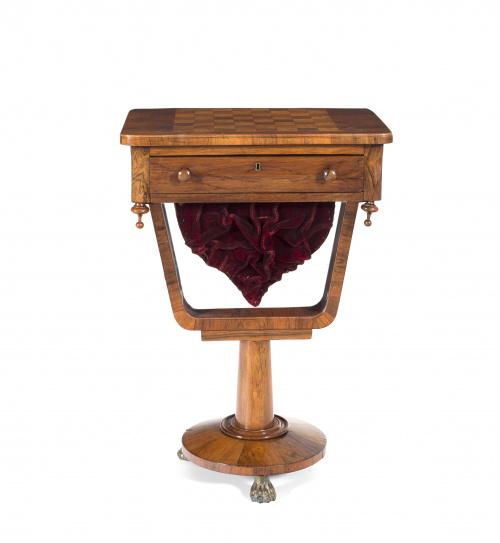 Costurero Guillermo IV en madera de palo santo y raíz de no