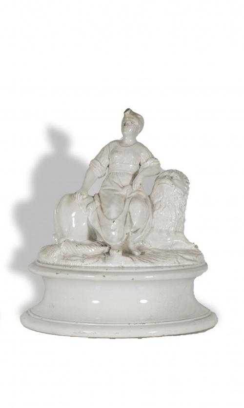 """África""Grupo escultórico de cerámica esmaltada, de la ser"