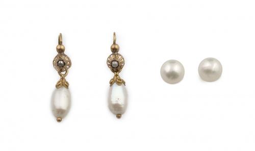 Lote formado por pendientes largos con perla barroca colgan