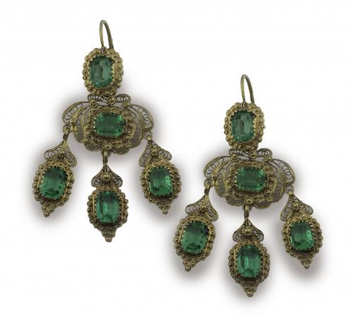 Pendientes largos de pp. S. XX con símil esmeraldas en moti