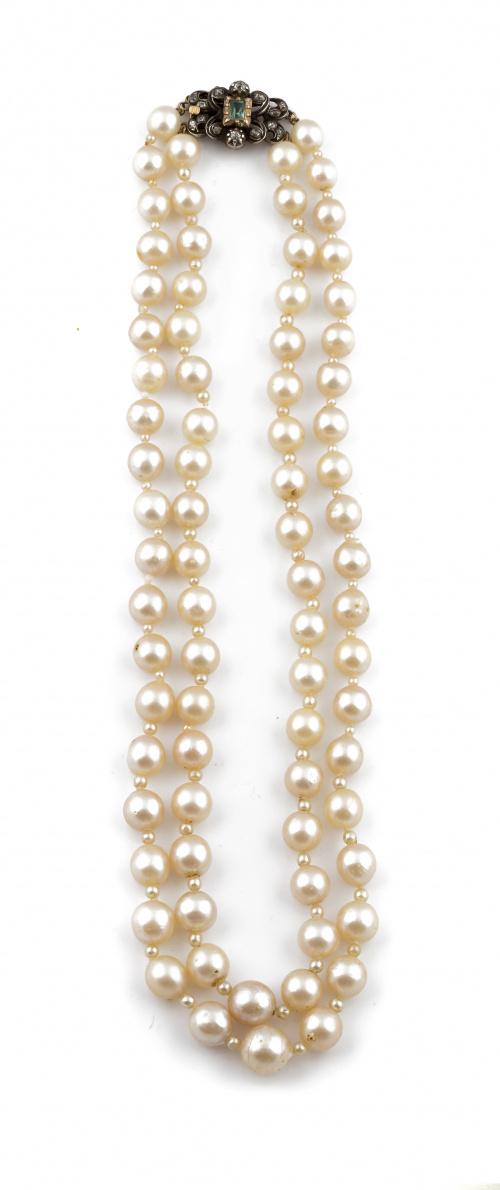 Collar de dos hilos de perlas cultivadas alternas con peque