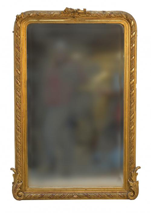 Espejo de madera estucada y dorada.Trabajo francés, ffs.